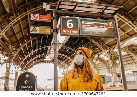 Jovem mulher vazio estação de trem senhora trem Foto stock © konradbak