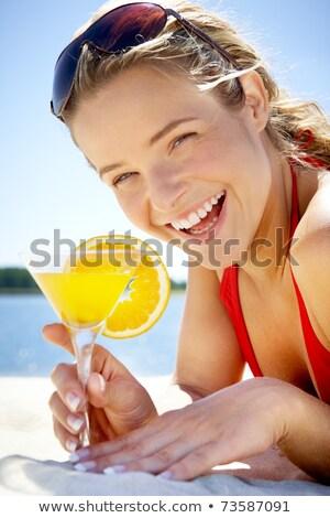 Сток-фото: довольно · блондинка · коктейль · пляж