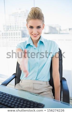 Zakenvrouw aanbieden handdruk kantoor portret mooie Stockfoto © wavebreak_media