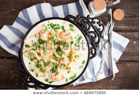 Foto d'archivio: Seafood - Shrimp And Squid With White Cream Sauce On Frying Pa