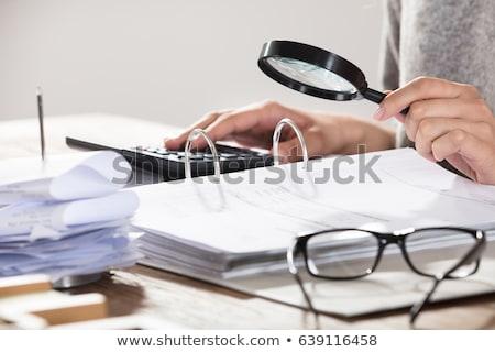 ストックフォト: 女性実業家 · 虫眼鏡 · クローズアップ · 手 · デスク