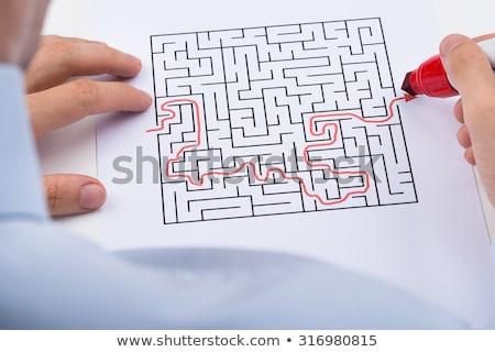 pessoa · desenho · em · linha · reta · vermelho · linha · labirinto - foto stock © andreypopov