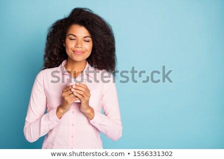 Mooie vrouw beker zwarte koffie vergadering bank Stockfoto © HASLOO