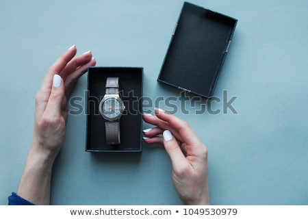 Güzellik kız izlemek kutu genç güzel bir kadın Stok fotoğraf © fotorobs