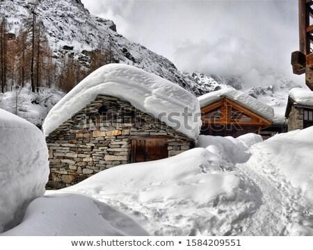 Hutte neige bois montagnes hiver paysage Photo stock © Kotenko