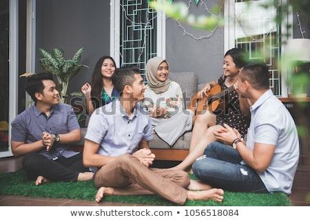 grup · genç · arkadaşlar · içme · elma · şarabı - stok fotoğraf © boggy