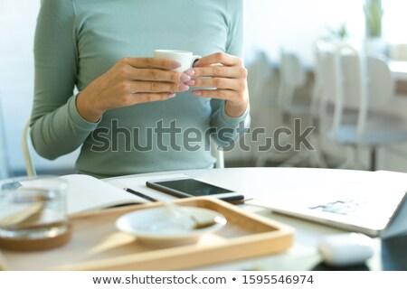 手 小さな カジュアル 女性 カップ ストックフォト © pressmaster