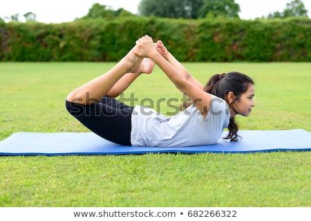 mujer · yoga · hermosa · sesión · loto - foto stock © dash