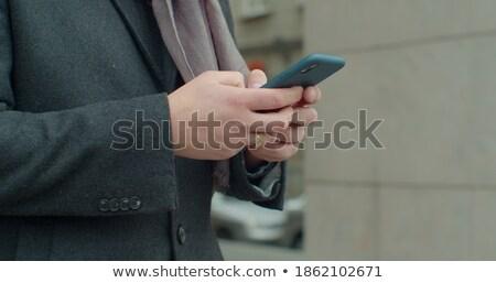 Foto stock: Retrato · bonito · homem · de · negócios · celular · sorridente