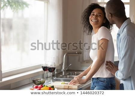 Glimlachend liefhebbend paar permanente venster drinken Stockfoto © deandrobot