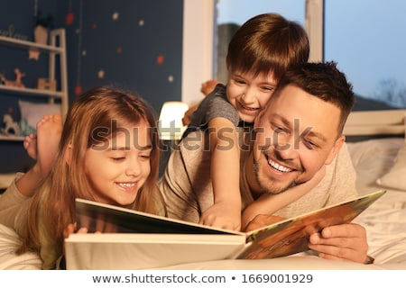Enfants lit livre fille enfant bleu Photo stock © IS2