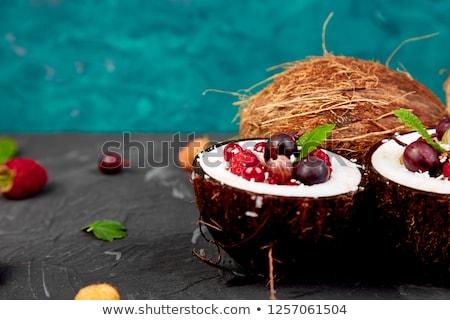 Gyümölcssaláta kókusz kagyló tál rózsaszín asztal Stock fotó © Illia