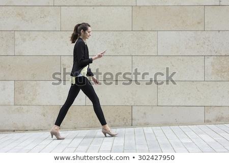 yandan · görünüş · iş · kadını · yürüyüş · tam · uzunlukta · beyaz · iş - stok fotoğraf © feedough