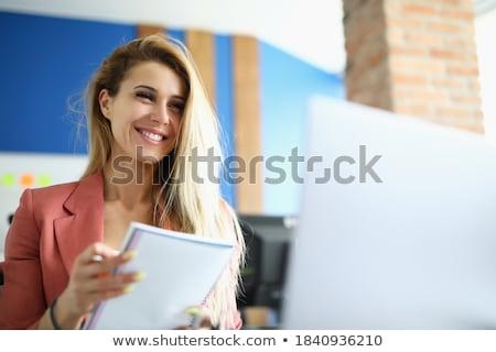 vrouw · notepad · pen · kin · kantoor · glimlach - stockfoto © photography33