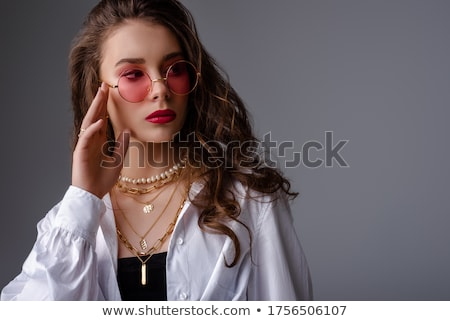 szépség · női · arc · elegáns · arany · nyaklánc · gyöngyök - stock fotó © gromovataya