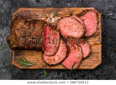 bifsztek · grillezett · zöldségek · vágódeszka · fa · asztal · felső - stock fotó © zhekos