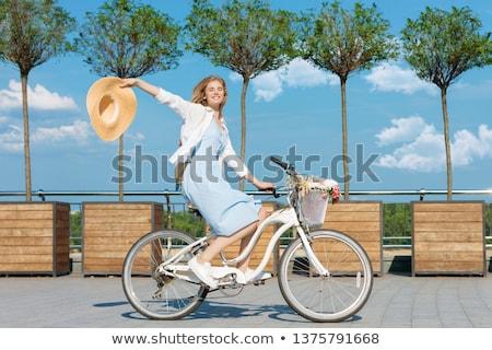 Bastante meninas ao ar livre verão lazer ciclismo Foto stock © amok
