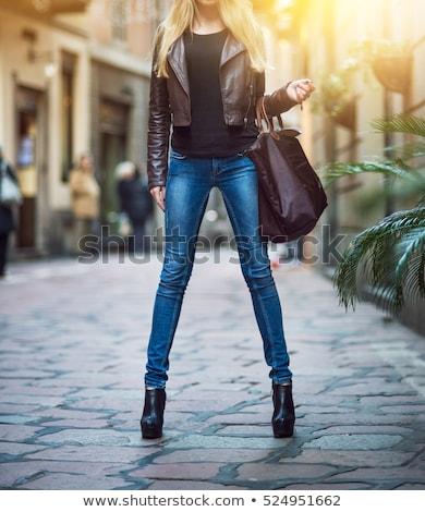 em · pé · mulher · marrom · roupa · botas - foto stock © phbcz