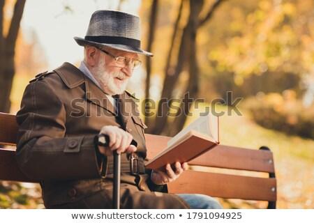человека · старый · город · расслабляющая · сидят · скамейке · чтение - Сток-фото © feelphotoart