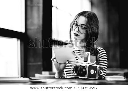 Mode stijl kleurloos foto jonge vrouw bloemen Stockfoto © master1305
