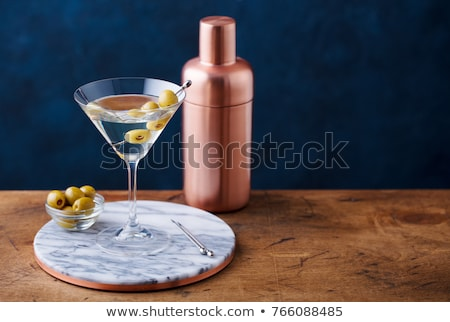 klasszikus · martini · olajbogyók · frissen · koszos · vodka · martini - stock fotó © netkov1