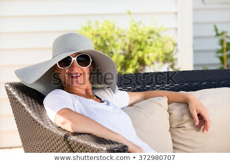 женщину Hat Солнцезащитные очки сидят назад патио Сток-фото © ozgur