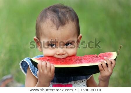 Meisje eten groot plakje watermeloen gezicht Stockfoto © IS2