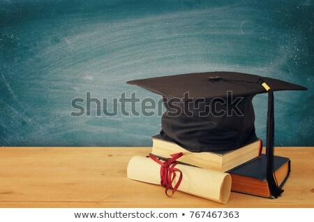 Noir graduation chapeau livres bois bureau Photo stock © AndreyPopov