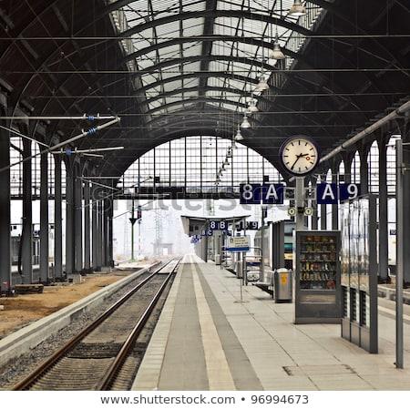 stazione · ferroviaria · persone · business · lavoro - foto d'archivio © dacasdo
