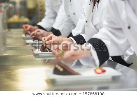 Séfek ételt készít rendelés állomás kereskedelmi konyha Stock fotó © wavebreak_media