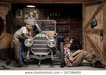 Oude auto garage oude Rood auto gesloten Stockfoto © ssuaphoto