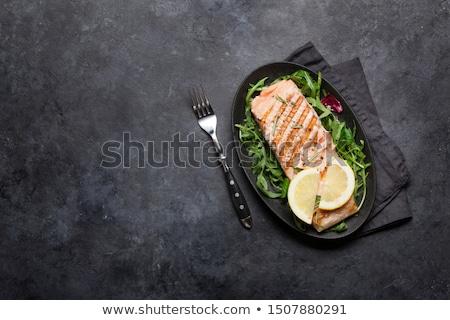 fresco · salmão · peixe · limão · salada · folhas - foto stock © karandaev