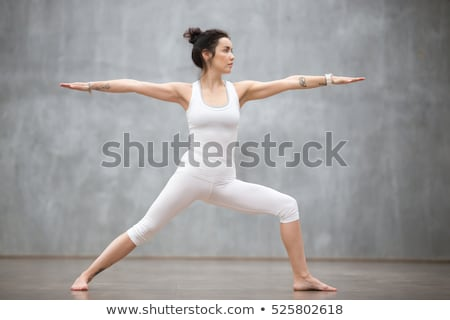Eenvoudige tank top vrouw pose Stockfoto © toyotoyo