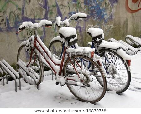 Biciklik utca kettő ingázás piros bicikli Stock fotó © PixelsAway