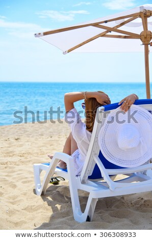 Сток-фото: женщину · сидят · бассейна · зонтик · улыбаясь · отпуск