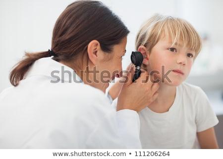 Arts onderzoeken mannelijke oor vrouwelijke vrouw Stockfoto © AndreyPopov