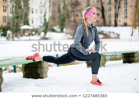 Kobieta sportowe wykonywania zimą Zdjęcia stock © Kzenon