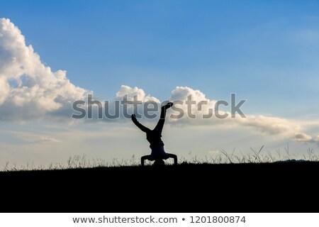 Ondersteboven meisje zonsondergang kind kid grappig Stockfoto © Lopolo