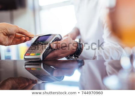 pago · tarjeta · de · crédito · sonriendo · mujer · rubia · negocios - foto stock © adrenalina