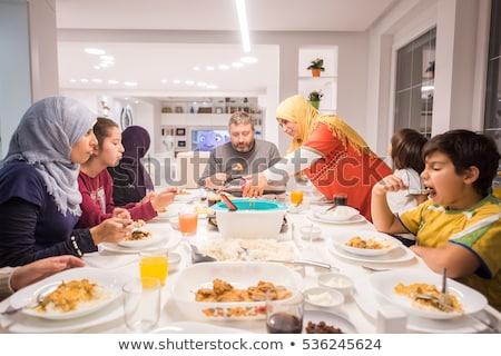 gelukkig · moslim · familie · lunch · mode · zomer - stockfoto © zurijeta