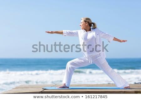старший · женщину · купальник · пляж · девушки · улыбка - Сток-фото © wavebreak_media
