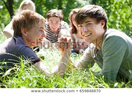 Tienerjongens arm worstelen gras zomer leuk glimlachend Stockfoto © IS2