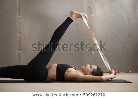 maison · jeune · femme · entraînement · corps · fitness - photo stock © andreypopov