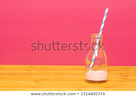 молоко бутылку клубника соломы пинта стекла Сток-фото © sarahdoow