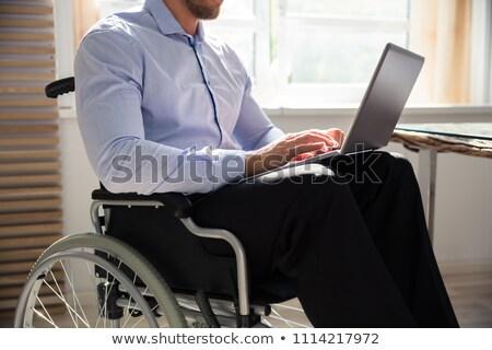 jonge · man · rolstoel · met · behulp · van · laptop · computer · werkplek · business - stockfoto © andreypopov