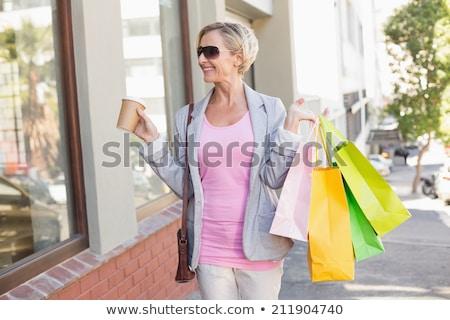 старший · женщину · Солнцезащитные · очки · позируют · задний · двор - Сток-фото © dolgachov
