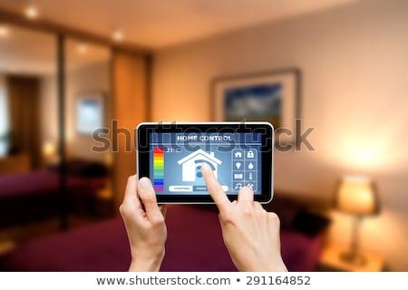 Luz remoto pessoa inteligente controle remoto casa Foto stock © AndreyPopov
