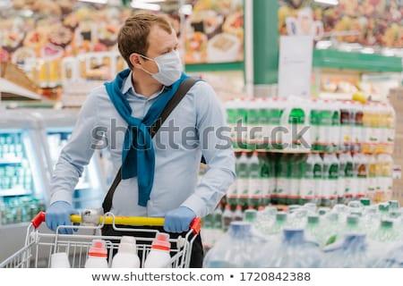 Hombre desechable médicos máscara guantes de goma supermercado Foto stock © vkstudio