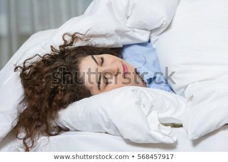 Slaapkamer portret dame leggen bed gezicht Stockfoto © dolgachov