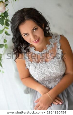 glimlachend · gelukkig · bruid · bloem · binnenshuis · horizontaal - stockfoto © artfotodima